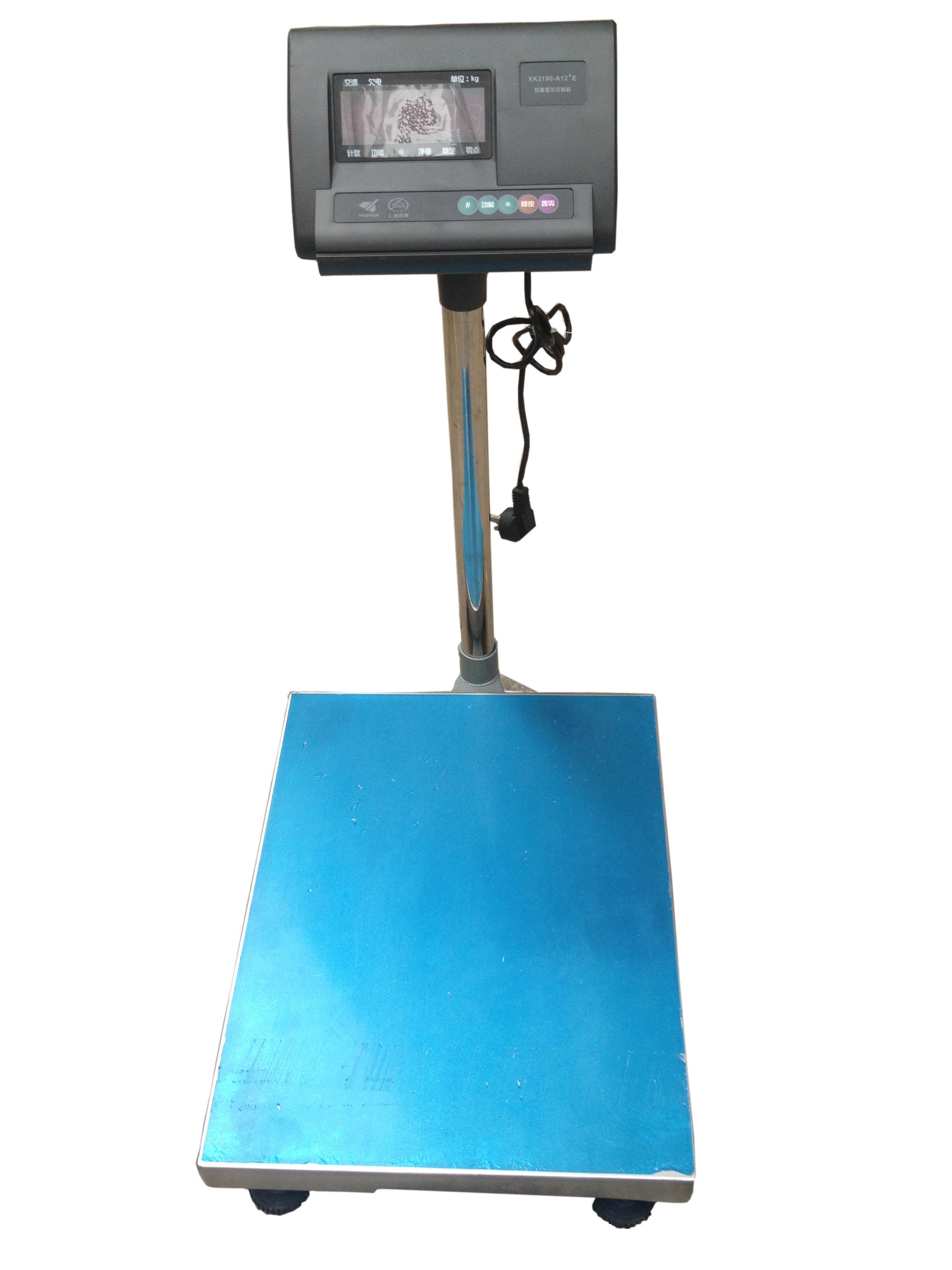 ………………………………可控制开关的电子秤简介 > 内置可充电蓄电池,充电时可以开机使用。 > 开机自动置零。 > 零点自动跟踪。 > 具有、计数、百分比切换功能;时具有重量分选功能。 > 电源: 交流220V(±10%)/ 50Hz; 直流6V/4Ah (内置可充电蓄电池) …&h